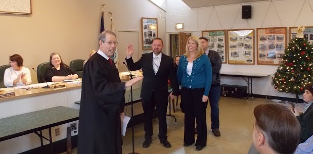Town Justice David Steinberg lead the swearing-in ceremony for Town Board members at their re-organizational meeting Jan. 1 at Town Hall including Ken Schneider. Bob Kampf/The Observer